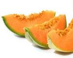 Centrifugato di frutta e sedano con cubotti di anguria e melone