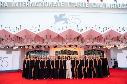 Sul red carpet va in scena la bellezza. 33 Miss e la Patron alla Mostra del Cinema di Venezia