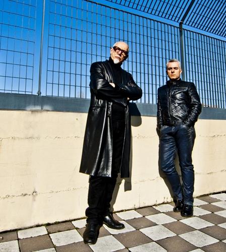 Straight to the sun, il primo brano di Aerostation, che anticipa l'album omonimo di inediti
