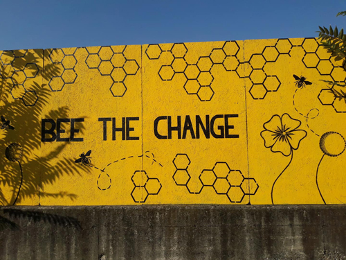 Bee the Change_pannelli dipinti a mano