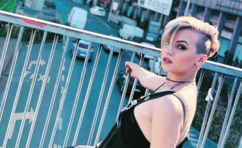 """""""Urlo sul mondo"""", il nuovo singolo della cantante Serena De Bari"""