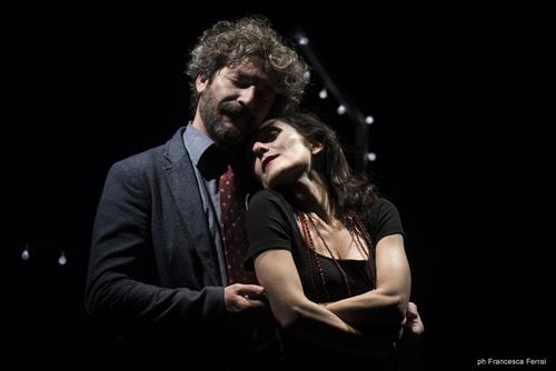 Due/Una storia d'amore chiude la prima parte della rassegna dei martedí dell'Avogaria nello storico teatro veneziano della compagnia Rifiuti Speciali