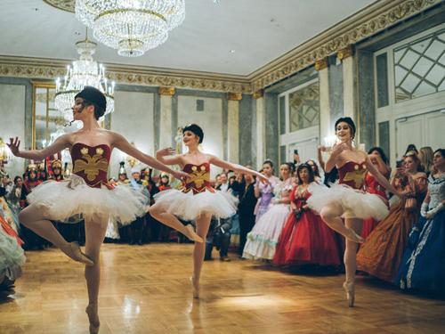 La Compagnia Nazionale di Danza Storica celebra Pëtr Il'ič Čajkovskij con l'atteso Gran Ballo Russo a Palazzo Brancaccio