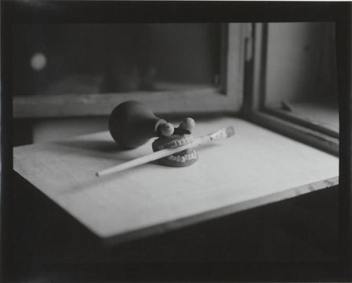 Goran Trbuljak, Self portrait, 1996, Fotografia in bianco e nero, Courtesy Collezione Enea Righi, Photo credit Dario Lasagni