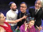 """""""Niente è come sembra"""". Bugie d'amore (e non solo) in una famiglia arcobaleno in scena al Martinitt di Milano"""