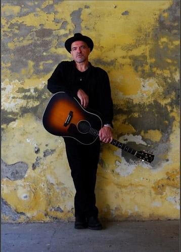"""""""A ruota libera"""" tra folk, rock e musica d'autore con Graziano Romani allo Spazio Teatro 89 di Milano"""