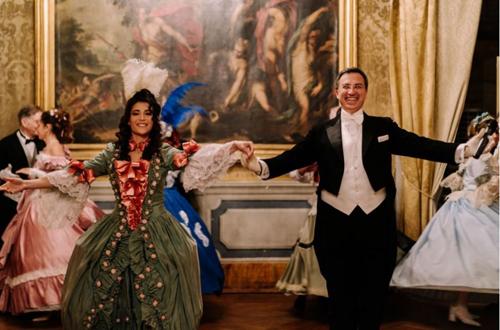 Le attrici Miriam Galanti e Katia Greco al Gran Ballo di Carnevale tra le Epoche di Nino Graziano Luca
