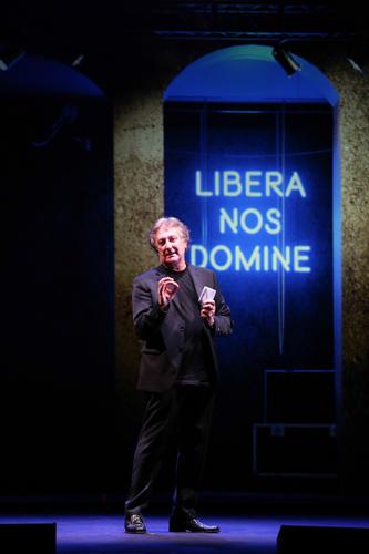 Enzo Iacchetti in Libera nos domine al Sala Umberto di Roma