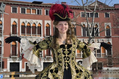 Carnevale di Venezia: volo dell'Aquila Arianna Fontana ed elezione della maschera più bella
