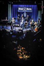 Stefano Signoroni, venerdì 29 marzo il crooner e pianista torna al Blue Note di Milano accompagnato dalla band THE MC