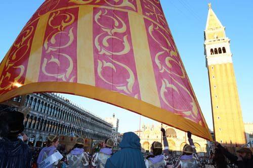 """Carnevale di Venezia, presentazione sul palco della Maria del Carnevale 2019 e tradizionale """"Svolo del Leon"""""""
