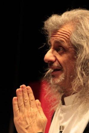 Trascendi e Sali, il nuovo spettacolo di e con Alessandro Bergonzoni al Teatro Vittoria di Roma