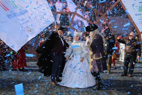Carnevale di Venezia 2019, L'aquila Arianna Fontana lancia dal campanile la candidatura Milano-Cortina 2026