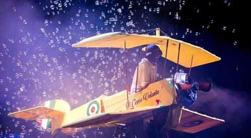 Controvento, storie di aria, nuvole e bolle di sapone di Michele Cafaggi in scena al Teatro Verde di Milano con la regia di Ted Luminarc