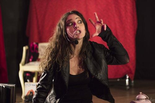 Chiara Becchimanzi sul palco del Teatro Garbatella di Roma con il 'cult' comico Principesse e Sfumature – Lei, Lui & Noialtre