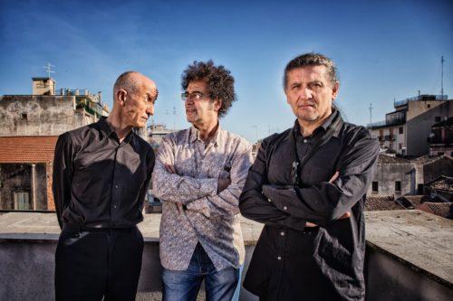 """AH-UM Milano Jazz Festival, il trio Servillo-Girotto-Mangalavite con """"Parientes"""" al Teatro Fontana di Milano"""