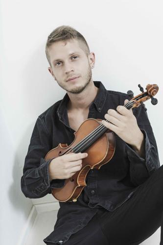"""Federico Mecozzi il violinista e polistrumentista da nove anni al fianco di Ludovico Einaudi annuncia le nuove date dell'""""Awakening Tour"""""""