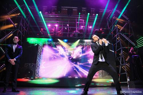 Francesco Cicchella in Millevoci Tonight Show con la regia di Gigi Proietti in scena al Sala Umberto di Roma dal 7 maggio