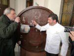 Francesco Guccini omaggiato dal Maestro Pasticcere Nicola Fiasconaro