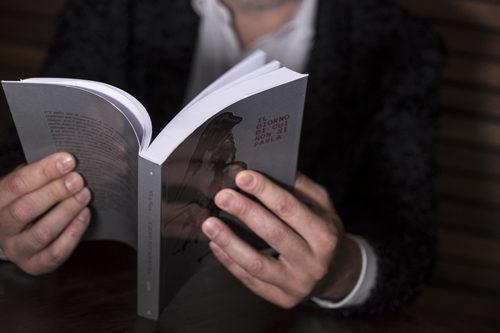 """Nikita Placco ha presentato al Salone OFF di Torino il suo romanzo d'esordio: un viaggio tra le dinamiche familiari e i condizionamenti dei """"non detti""""."""