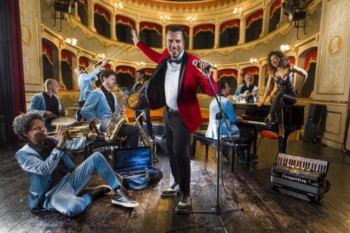 Milano balla il liscio di Mirko Casadei, alla guida della storica Orchestra Casadei