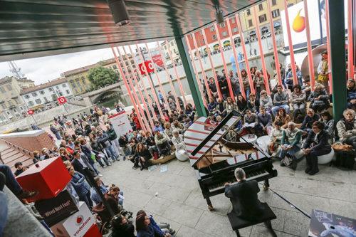 Piano City Milano 2019, gli appuntamenti di musica rock, pop ed elettronica fino a domenica 19 maggio