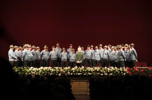 Grande successo per il debutto dei cori Alpini nella prestigiosa cornice del Teatro alla Scala