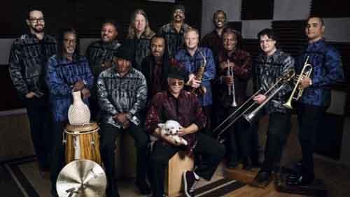 Al McKay's Earth Wind & Fire Experience in concerto