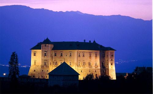 A Castel Thun aperitivi d'arte con la moda francese