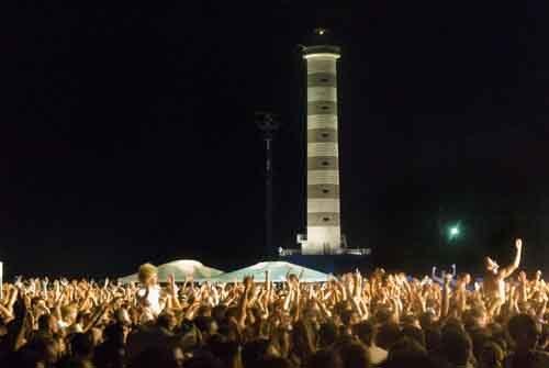 """L'""""8 Tour"""" dei Subsonica fa tappa sulla spiaggia di Jesolo"""