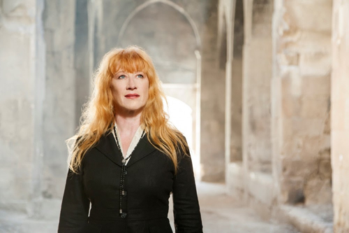 """Loreena Mckennitt al Festival """"Il mito e il sogno"""" per presentare il suo album di inediti Lost Souls al Teatro Romano Ostia Antica"""