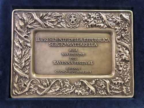 La targa del Presidente della Repubblica a Ravenna Festival 2019