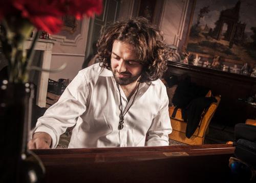 Il cantautore astigiano Jacopo Perosino porta in Germania il suo Retrò