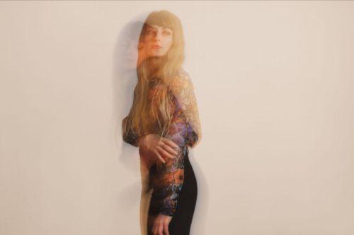 La cantautrice e produttrice Caterina Barbieri pubblica il video di