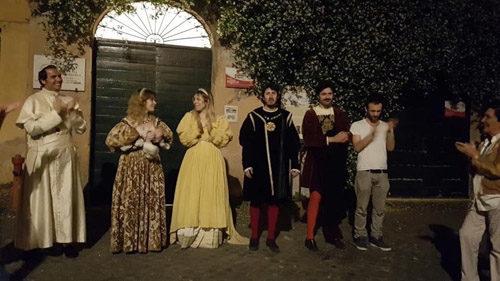 """Arriva """"Roma si racconta"""" con partenza da Piazza di Spagna. Le Visite Guidate Teatralizzate tra cultura e solidarietà a sostegno della fibromialgia"""