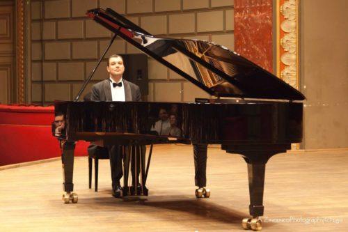 """Concerto per pianoforte """"Colori e Ombre"""" sostenuto dal pianista Nicolae Dumitru presso L'Accademia di Romania in Roma"""