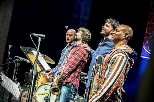 L'Arcadia Trio di Leonardo Radicchi all'Alexander Platz Jazz Club con il Grammy Award Robin Eubanks
