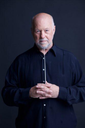 Geoff Westley dirige l'Orchestra Verdi di Milano in Fabrizio De André Sinfonico, con Peppe Servillo e Pilar all'Auditorium di Milano