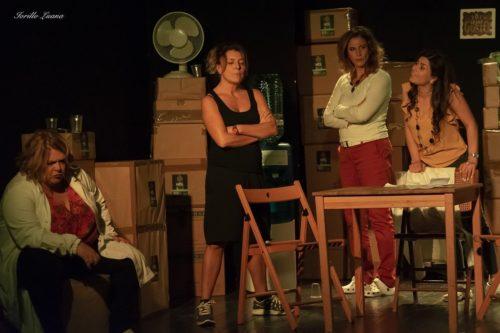 Una per tutte. Lo spettacolo teatrale scritto e diretto da Gianni Quinto in scena al Teatro Testaccio di Roma