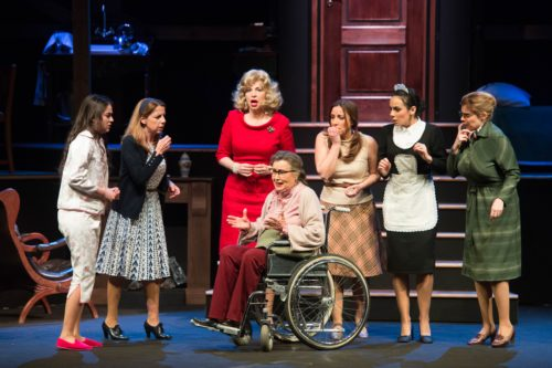 8 donne e un mistero, lo spettacolo in scena al Teatro Tor Bella Monaca di Roma