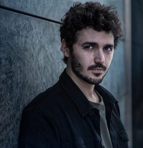 Andrea Vigentini, il giovane cantautore special guest nei teatri con Francesco Renga