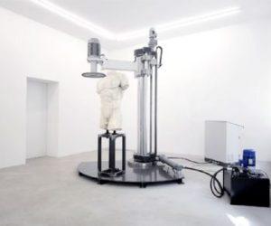 Fragilissimo, la mostra di Arcangelo Sassolino alla Galleria dello Scudo a Verona