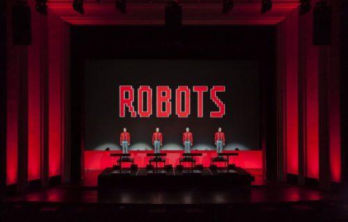 Kraftwerk: i pionieri della musica elettronica aggiungono una nuova data italiana al loro tour 3-D del 2020