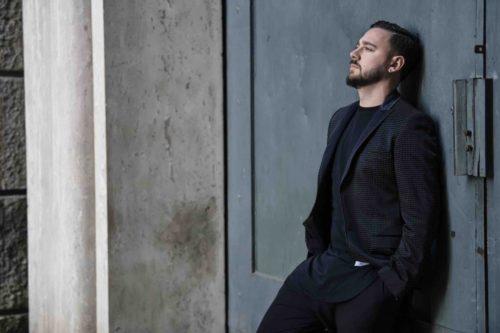"""Lele Propizio, in anteprima su Spotify """"La mia città"""", il singolo che segna il debutto discografico dell'attore romano"""
