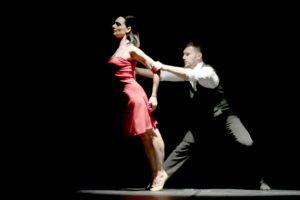 """""""Intrecci d'amore"""" porta sul palco i sentimenti oltre gli stereotipi e i pregiudizi"""