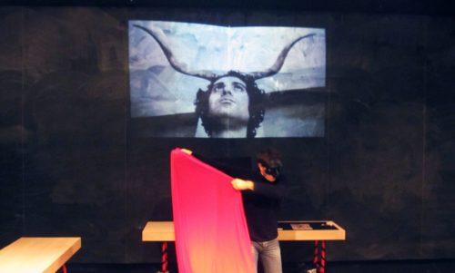 L'Uomo che cammina nudo, la pièce dedicata a Pino Pascali all'OFF/OFF Theatre di Roma