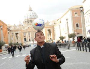 """Don Alessio Albertini presenta, San Bernardino Fuori le Mura, il suo ultimo libro """"Quando Ridono i Santi"""""""