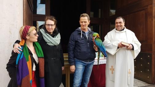 Enzo Salvi presente alla benedizione degli animali in una chiesa al Tuscolano