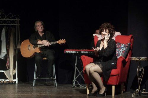 Tanti personaggi, una sola protagonista per dare voce alle donne, lo spettacolo in scena al Teatro Flaiano di Roma