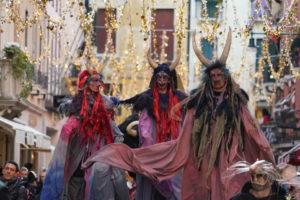 Ballata delle Maschere con Taglio della testa del Toro, torna il divertimento in Piazza San Marco
